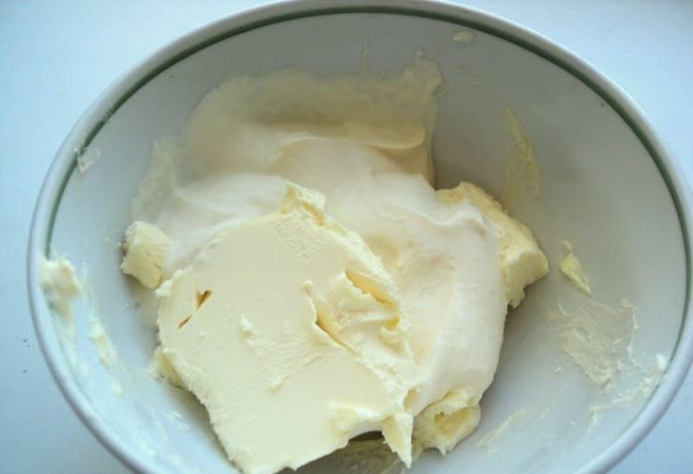1. Масло и сметану топим на водяной бане.