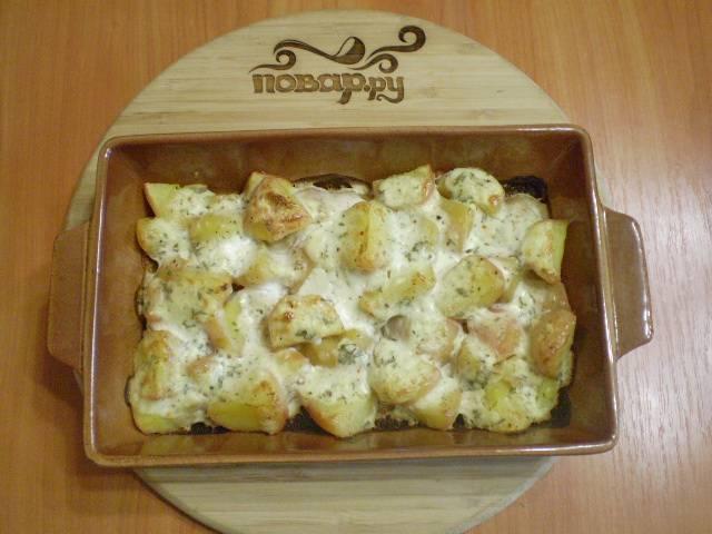 Картошка под чесночным соусом в духовке готова! Приятного аппетита!