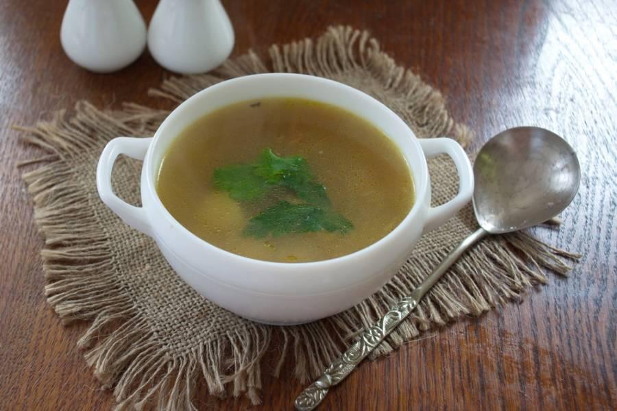Суп разлейте по тарелкам и подавайте к столу.