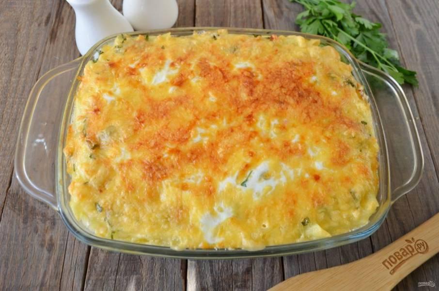 """Пирог из пасты """"Вива Италия"""" готов! Горячим режьте его на кусочки и подавайте. Пока сыр горячий, он будет отлично тянутся... Невероятно вкусно, пробуйте!"""