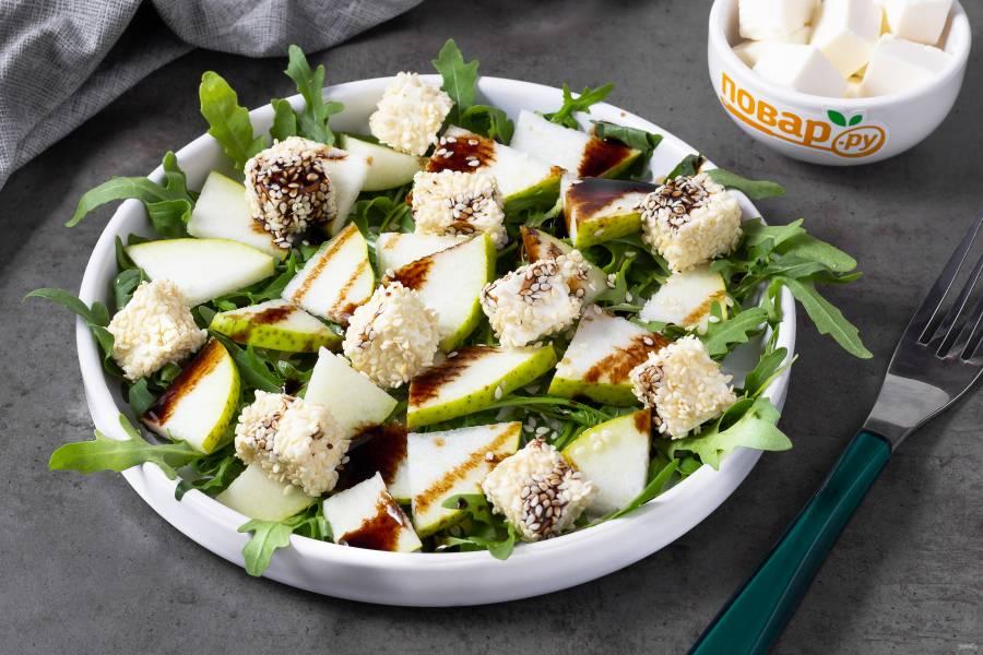 Зеленый салат с грушей