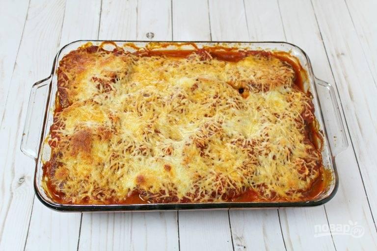 6. При температуре 180 градусов запекайте баклажаны с томатным соусом и сыром около 45-50 минут до готовности. Приятного аппетита!