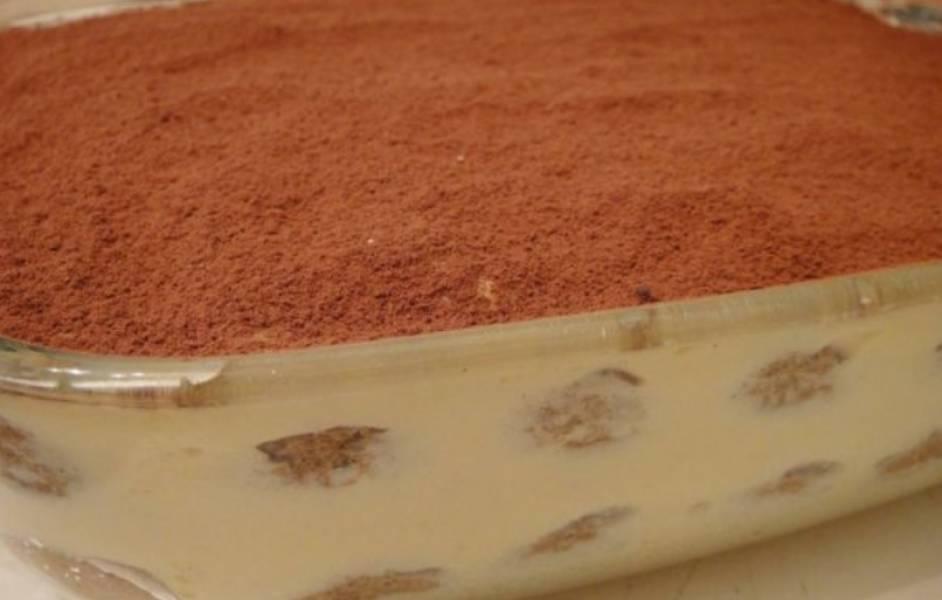 Перед подачей на стол посыпаем десерт какао-порошком.