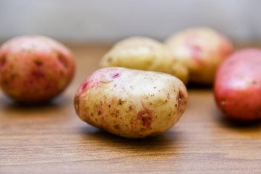 Подготовьте картошку.