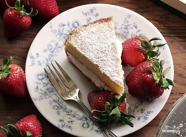9. Вот и весь секрет, как сделать бисквитный торт со взбитыми сливками. Угощайтесь!
