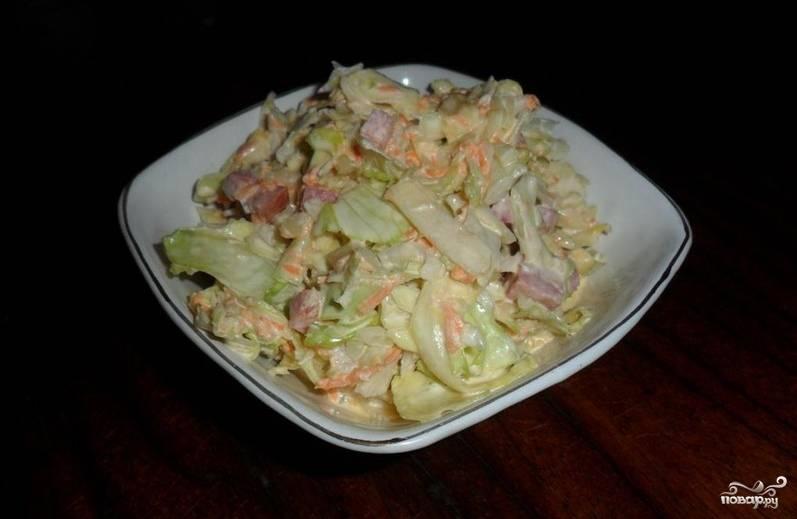 3. Салат готов! Приятного аппетита! Если у вас есть немного времени, то в салат можно положить сухарики и дать ему немного настояться.