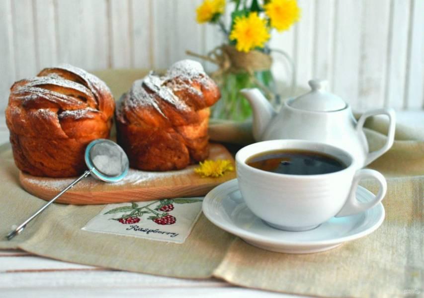 При подаче щедро посыпать булочки сахарной пудрой.