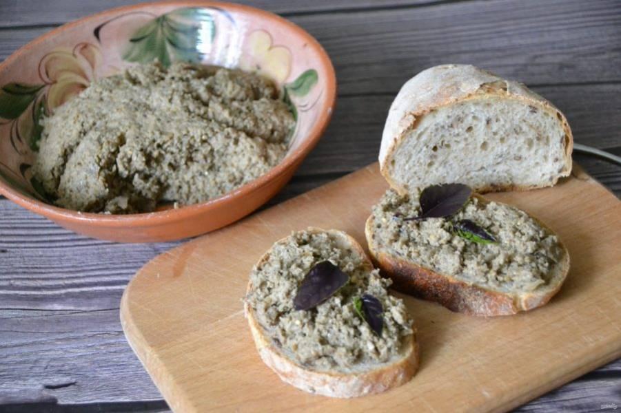 """Намазывайте """"хацилим"""" на свежий хлеб или на тосты , это очень вкусно, приятного аппетита!"""