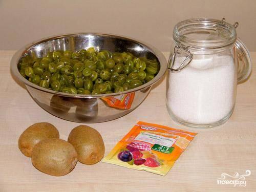 Подготовить все необходимые ингредиенты. Крыжовник промыть, очистить от плодоножек.