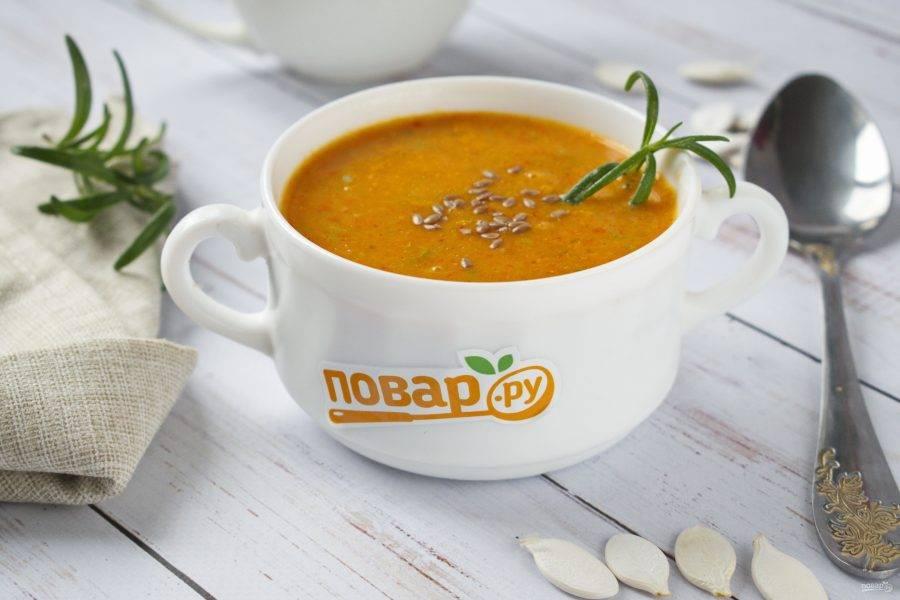 Подавайте суп-пюре с семенами льна, кунжута или тыквенными семечками. Приятного аппетита!