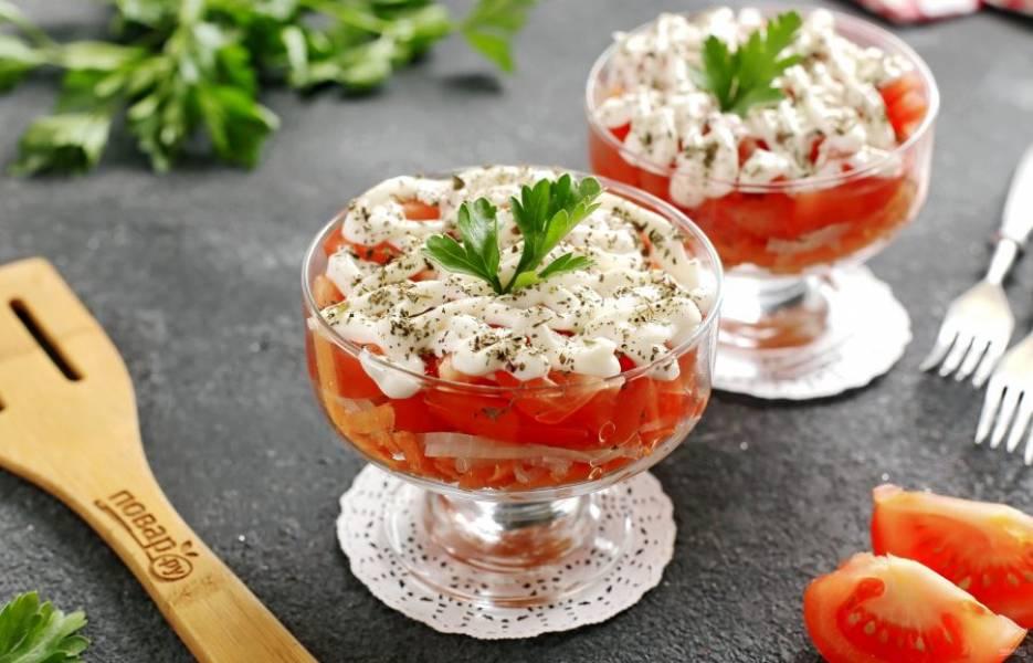 Перемешиваем салат непосредственно перед подачей. Приятного аппетита!