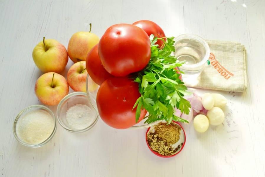 Подготовьте продукты. Помидоры и яблоки вымойте.
