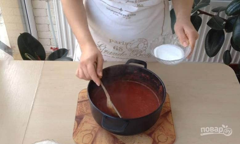 3.Перелейте сок в кастрюлю, отправьте ее на огонь, после закипания уберите кастрюлю с огня и добавьте по вкусу соль.