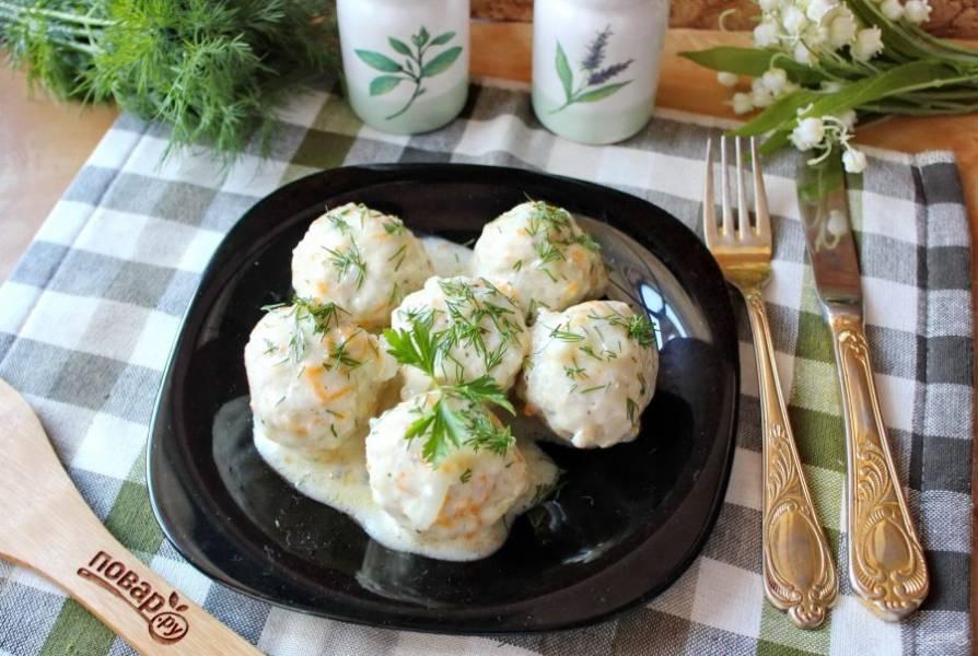 Тефтели из куриного фарша с рисом готовы. Подавайте с картофельным пюре, кашей или макаронами. Приятного аппетита!