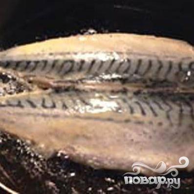 4.На сковороде хорошенько разогреваем растительное масло и минуты три с одной стороны шницеля, и минуты две с другой его стороны, обжариваем.