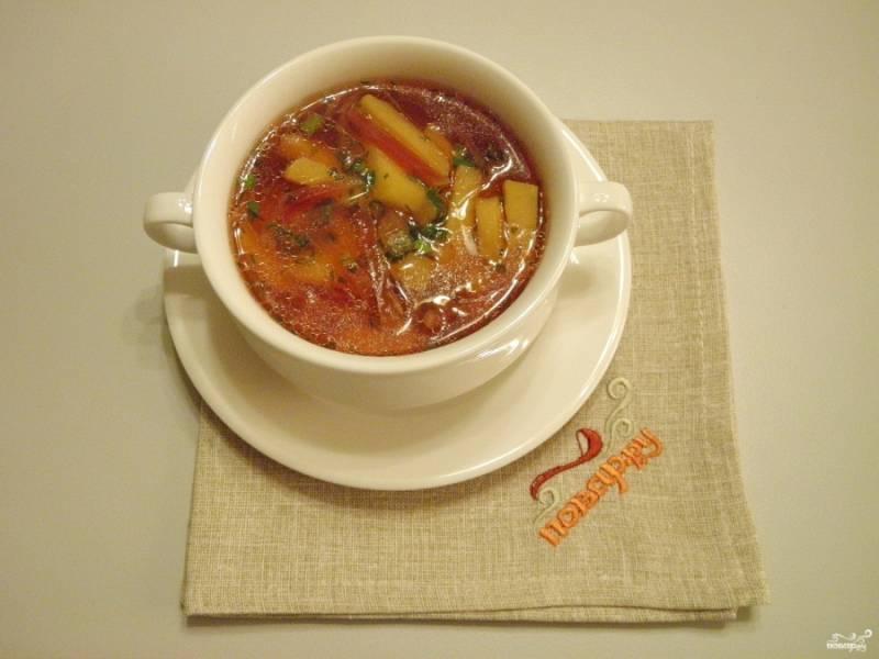 9. Разлейте суп порционно. Подавайте горячим со сметаной. Приятного аппетита!