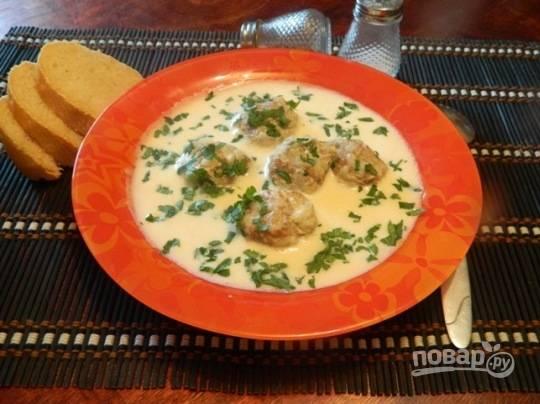 """10. Греческий суп """"Юварлакья"""" готов. Посыпаем перед подачей мелко порубленной петрушкой или укропом. Приятного аппетита!"""