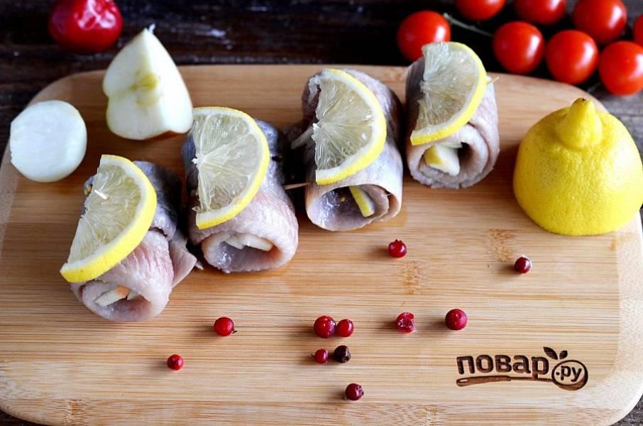 10. Подавайте с ломтиками лимона.