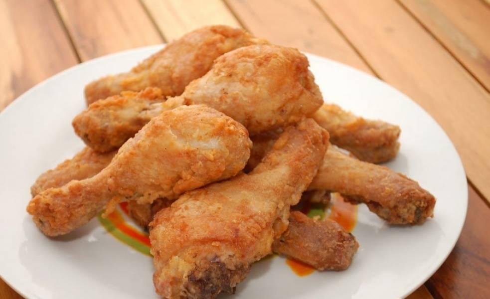 5. Выкладываем их на блюдо и подаем к столу. За время приготовления бедрышек, можно отварить гарнир (картофельное пюре или кашу).