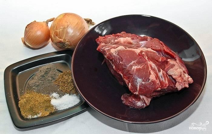 1. Вот такой набор ингредиентов вам необходим, чтобы замариновать шашлык из говяжьей вырезки в домашних условиях.