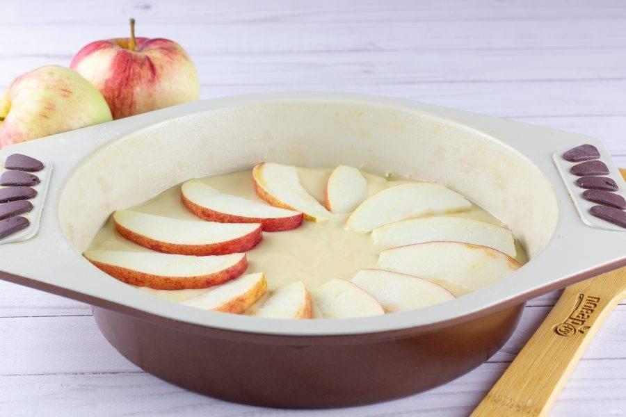Затем ещё один слой яблок.