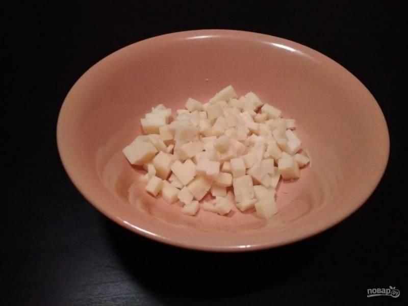 1. Мелко нашинкуйте или натрите сыр.