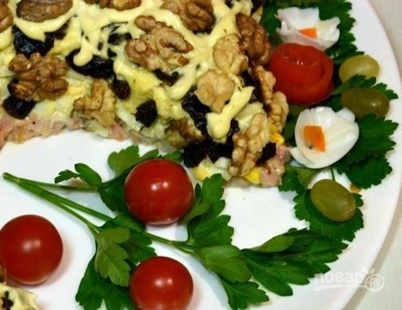 9. А перед подачей можно добавить на блюдо яркие акценты: овощи, зелень, например. Приятного аппетита!