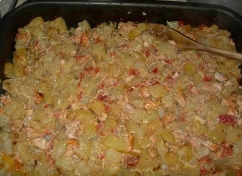 Мажем кабачки сделанным соусом и запекаем в духовке 30 минут. Температура 180 градусов. Под конец добавьте тертого чеснока и тщательно перемешайте.