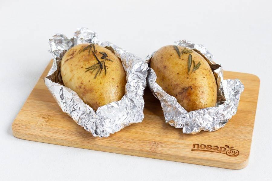 Картофель готов! Очень вкусно подавать в виде гарнира к мясу или рыбе, со свежими овощами или же просто с морской солью.
