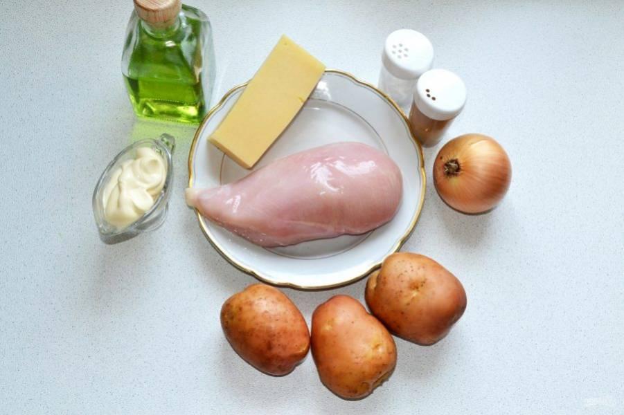Филе вымойте и обсушите, картофель и лук очистите.