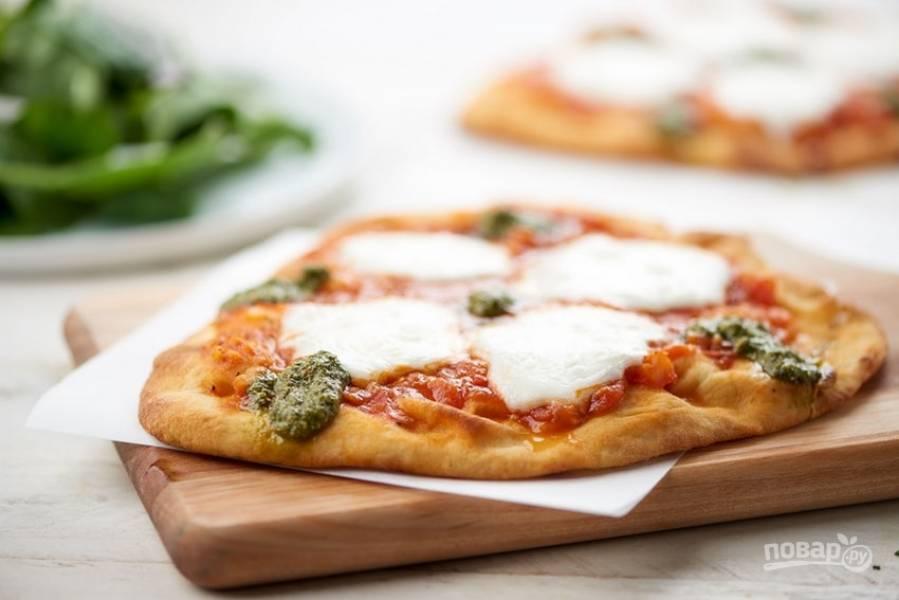 """5. Подавайте пиццу с соусом """"Песто"""". Приятного аппетита!"""