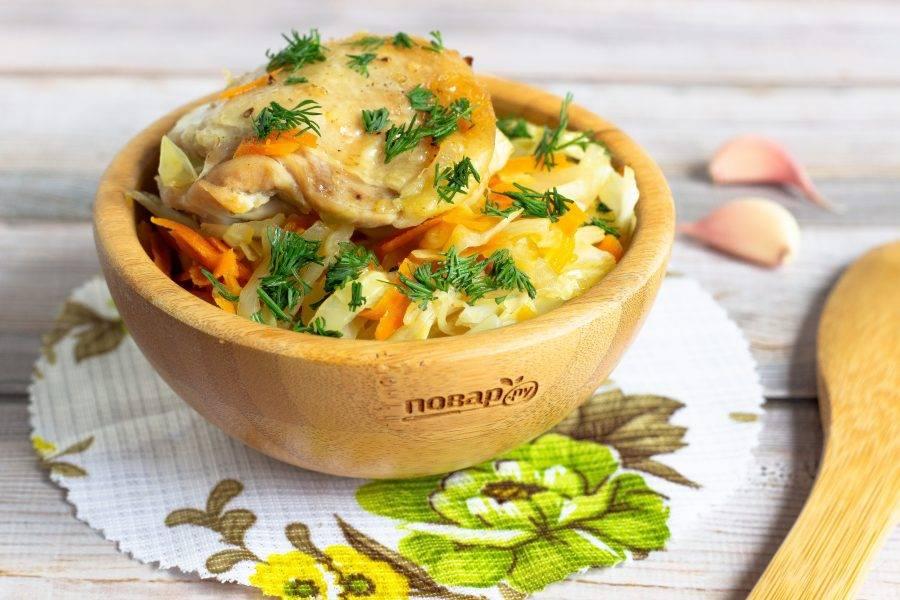 Наше блюдо готово! Посыпьте свежей зеленью и подавайте к столу. Приятного аппетита!