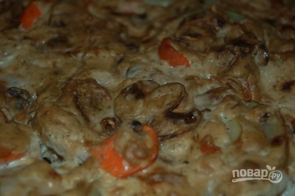 6. Запекайте блюдо около часа (может больше, в зависимости от размера кусочков курицы) до готовности.  Приятного аппетита!