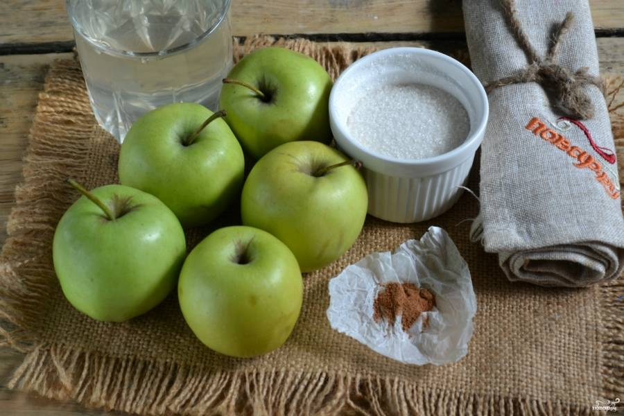 Подготовьте все необходимые ингредиенты. Яблоки промойте, банки и крышки простерилизуйте.