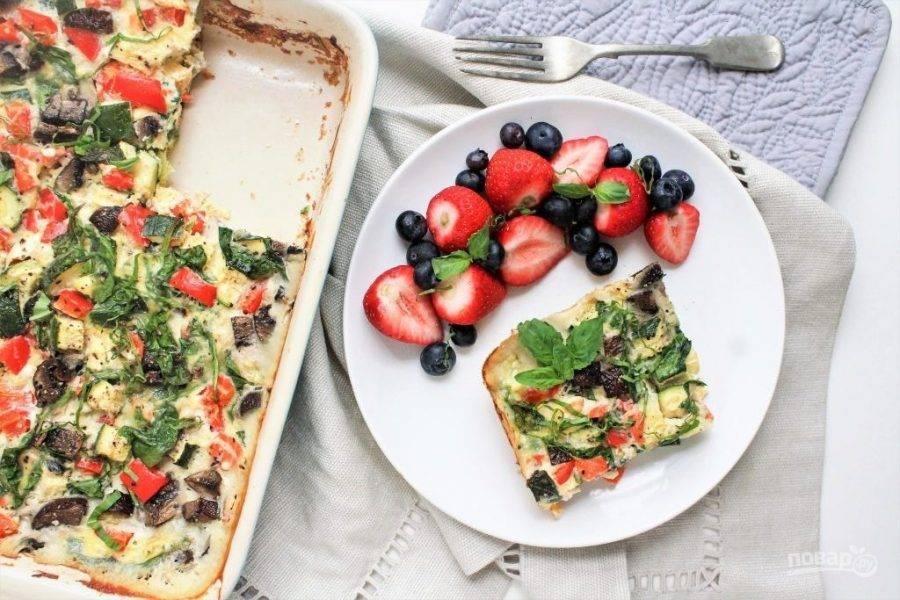 Запеканку готовьте в духовке в течение 25 минут. Всё готово! Приятного аппетита!