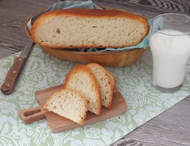 Вкусный хлеб с хрустящей корочкой подавайте к любимым блюдам. Приятного аппетита!