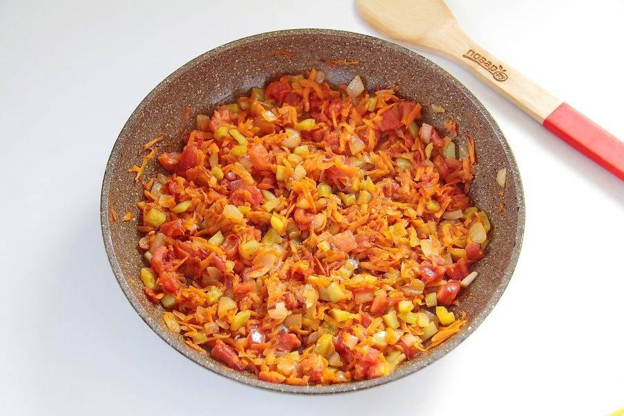 Обжарьте овощи до готовности. Добавьте в конце соль по вкусу.