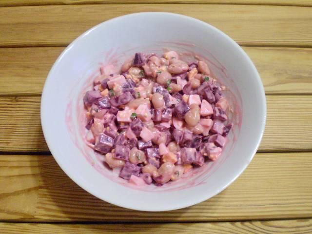 6. Перемешиваем и салат готов. Подавать к столу свежеприготовленным. Приятного!