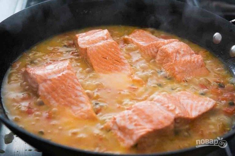 3.Проверьте готовность рыбы с помощью вилки, рыба не должна разваливаться - это признак того, что вы ее пережарили.