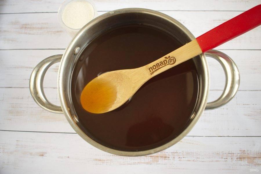 4. Дайте компоту полностью остыть и настояться, процедите. Добавьте сахар по вкусу и размешайте.