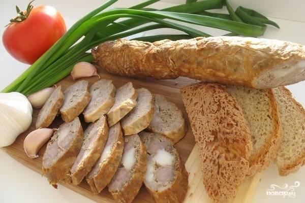 Домашняя колбаса в свиной сетке