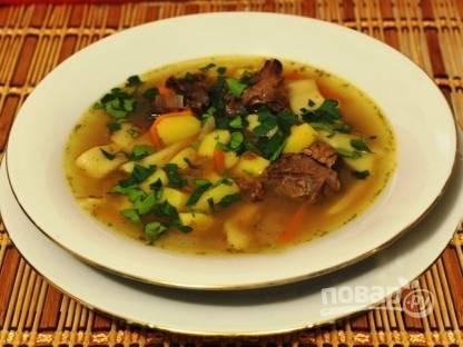 """Добавляем в суп соль, черный молотый перец и мелко нарезанную зелень. Даем немного времени, чтоб суп настоялся и подаем суп """"Северный"""" горячим."""