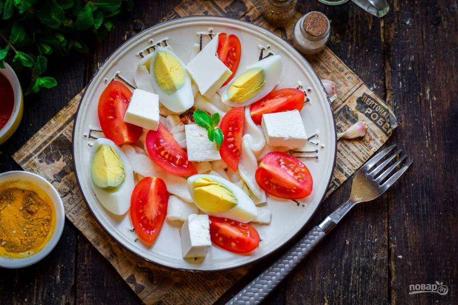 Салат с брынзой и кальмарами