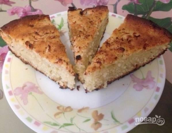 7.Перед подачей остудите пирог, затем нарезайте его кусочками и наслаждайтесь.
