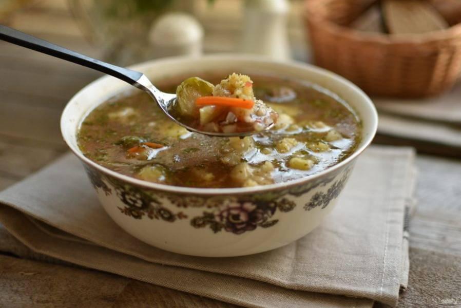 Подавайте суп горячим, вкуснее с черным хлебом.