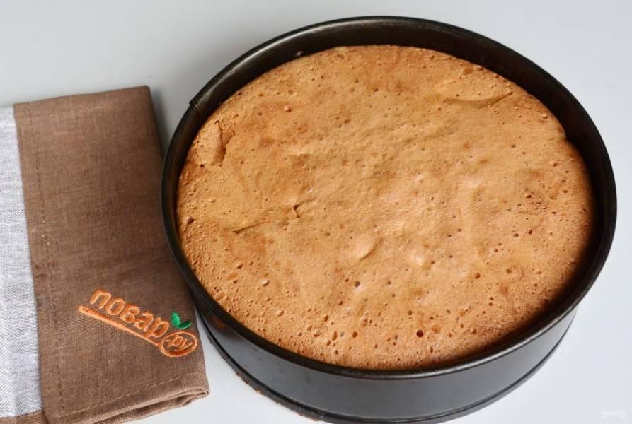 7. На готовность проверяйте пирог лучиной, если она выходит сухая - пирог готов. Остудите, порежьте и пробуйте!