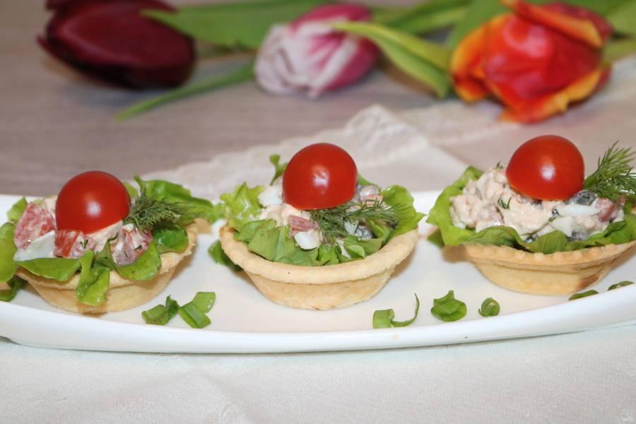 Салат с курицей в тарталетках