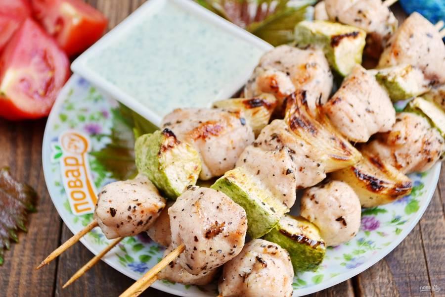 Куриный шашлык по-гречески с соусом