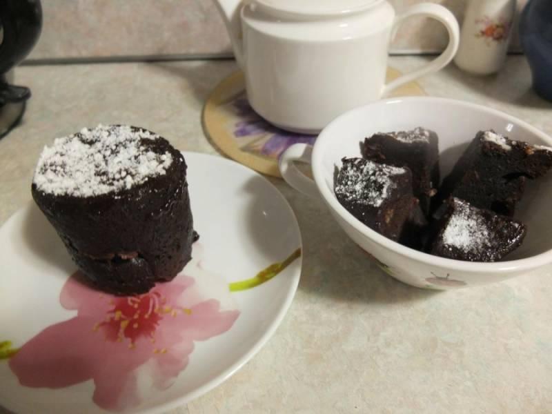 Готовые кексики я посыпаю сахарной пудрой перед подачей. Приятного аппетита!