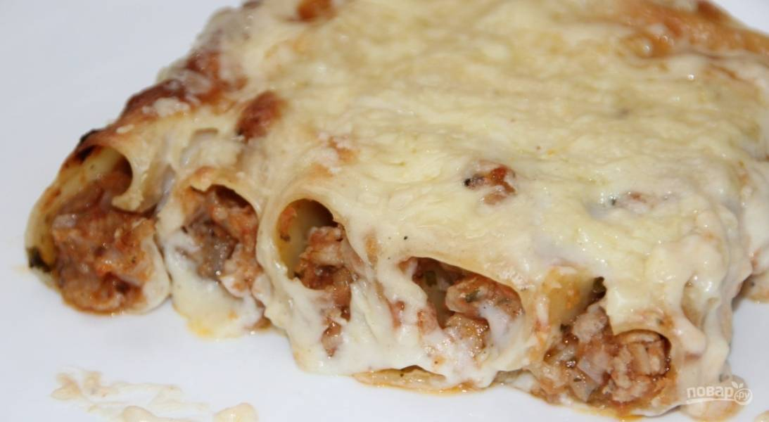 Каннеллони с фаршем под сыром